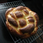 Round apple raisin Challah