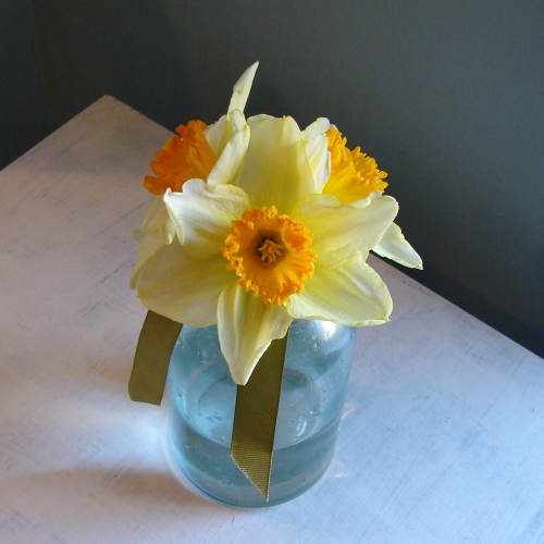 Simple Daffodil Flower Arrangement